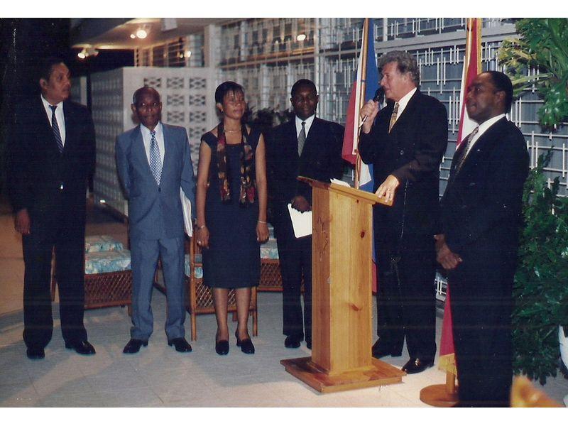 Les Etudiants Du CEDI Recus En La Residence De L Ambassadeur Du Canada En Haiti S E M Gilles Bernier (15)