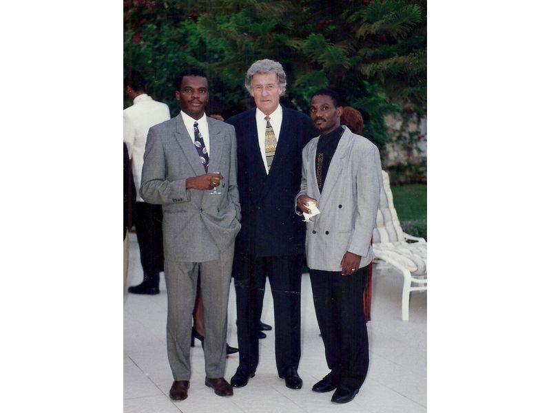 Les Etudiants Du CEDI Recus En La Residence De L Ambassadeur Du Canada En Haiti S E M Gilles Bernier (24)