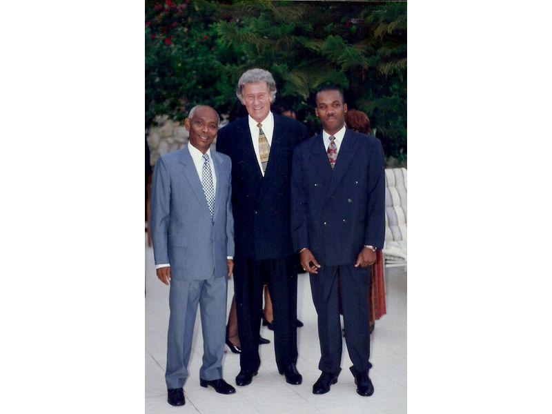 Les Etudiants Du CEDI Recus En La Residence De L Ambassadeur Du Canada En Haiti S E M Gilles Bernier (26)